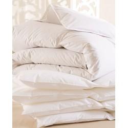 Lot de 8 couettes 160x220 cm 250g blanc 100% polyester microfibres toucher peau de pêche