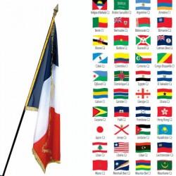 Drapeau de prestige en satin avec franges 97 x 150 cm Pays du Monde
