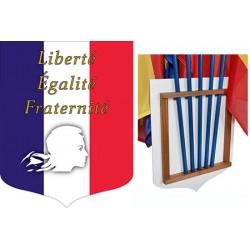 """Ecusson porte-drapeaux PVC et bois tricolore """"Liberté Egalité Fraternité"""" 40 x 50 cm"""