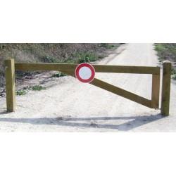 Barrière ouvrante en châtaignier L350 cm